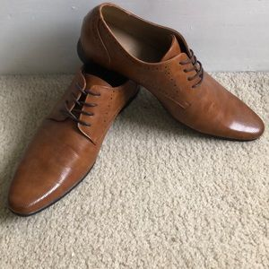 Punched Vamp Brogue Smart Shoe, SZ: 11